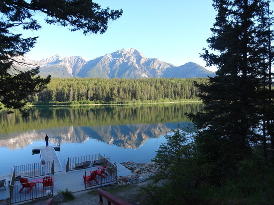 Patricia Lake Bungalows Resort: Tranquil Patricia Lake