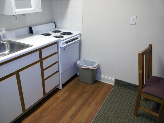 Affordable Suites Salisbury: The kitchen