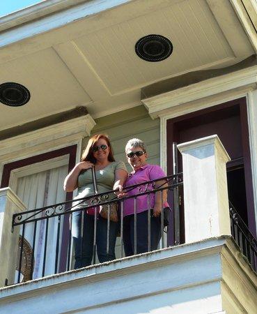 Historic Streetcar Inn: Balcony on a November morning