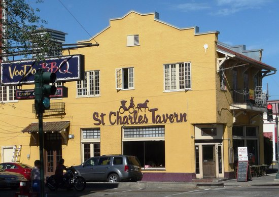 Historic Streetcar Inn: St. Charles Tavern, Voodoo Barbecue, neighborhood dining options