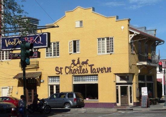 Historic Streetcar Inn: St. Charles Tavern, Voodoo Barbecue, neighborhood dining options