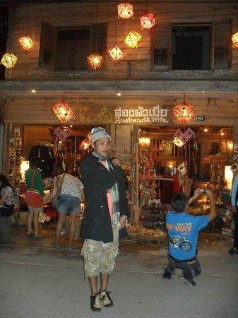 Chiang Khan, Tailandia: เดินเที่ยวตอนกลางคืน สวยงาม