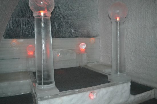 Chena Hot Springs Resort: The Ice Bed in one of the two Room in the Musuem