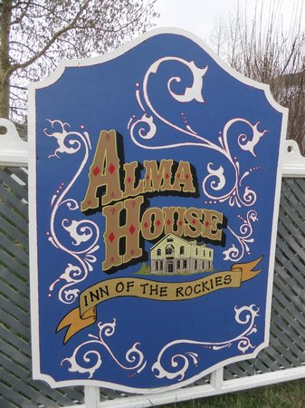 The Inn of the Rockies at the Historic Alma House: Sign in front of the inn.