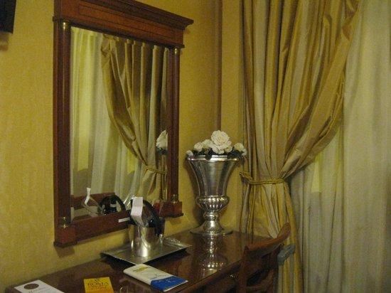 Hotel 2000 Roma: Room