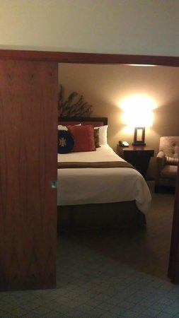The Heathman Hotel: Living room towards bedroom