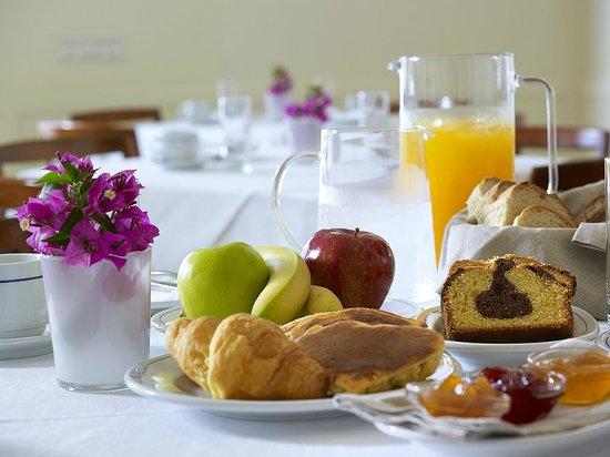 Porto Veneziano Hotel: Certified Greek Breakfast!