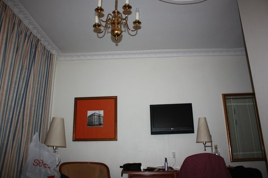 Grand Hotel: Light fixture in Room