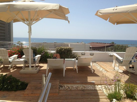 Shalom Hotel & Relax Tel Aviv - an Atlas Boutique Hotel: View from roof terrace