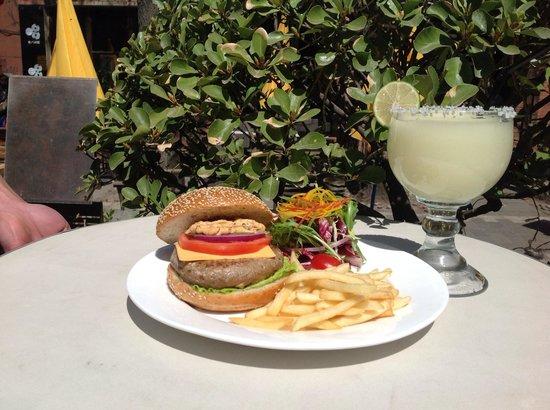 Timezone 8 Bar & Restaurant: Burger and Margarita