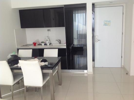 Island Suites Hotel: small kitchenette; plates, cutlery etc must be rented separately