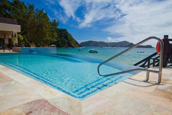 Speyside, Tobago: Infinity Pool overlooking Batteaux Bay, Goat island and Little Tobago in the distance