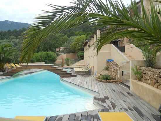 Bungalows du Maquis: vue piscine