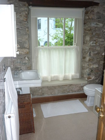 Tabor House B&B: Red Room - Private Bathroom