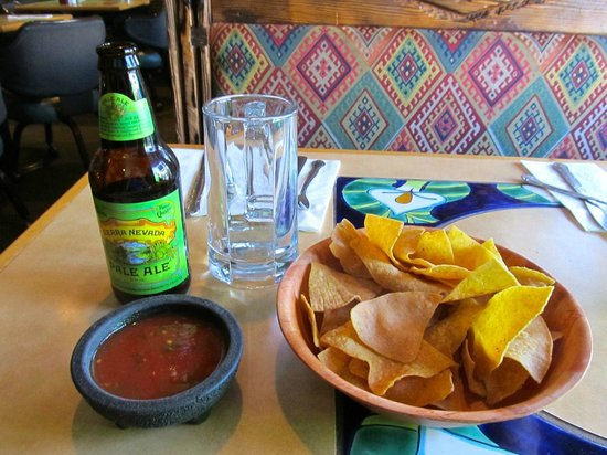 Fernando's: Beer and chips and salsa