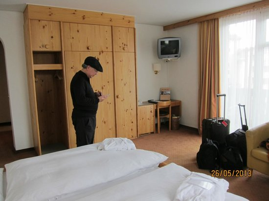 Hotel Steffani: spacious room.
