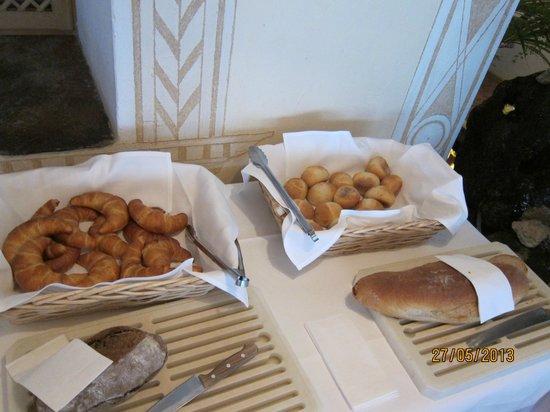 Hotel Steffani: breakfast rolls.