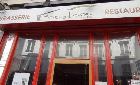 Oustaou Cafe: Вход в кафе rue de Richelieu