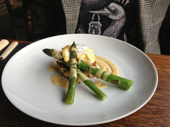 Glutton Club: loved it! asparagus with poached egg