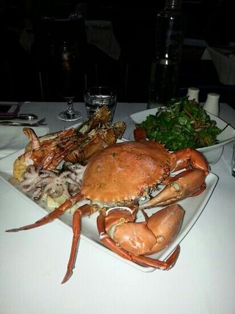 mud crab with garlic butter mixed seafood grill. Black Bedroom Furniture Sets. Home Design Ideas