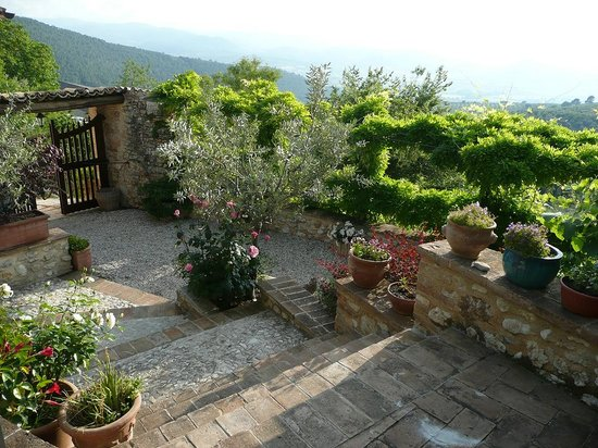 Il Borghetto di Bazzano : Blick vom Eingangsbereich in die Ferne