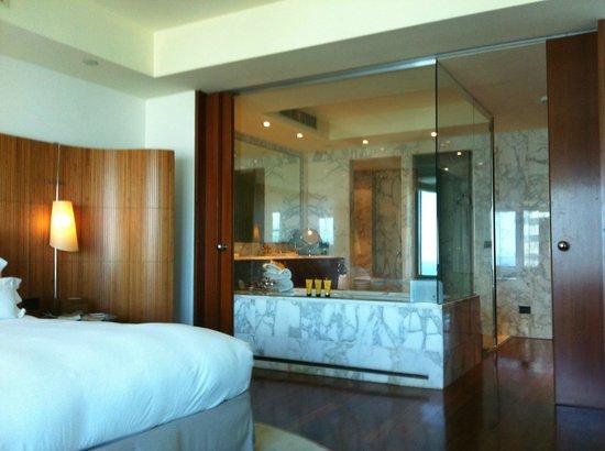 Hotel Arts Barcelona: Bathroom with spa