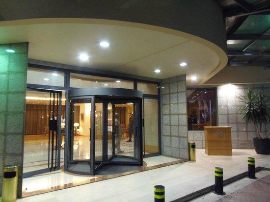 Lancaster Tamar Hotel: Hotel entrance