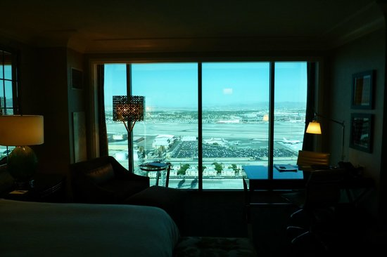 Four Seasons Hotel Las Vegas: Airport view... WOW!