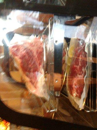 La Cantinola : L'esposizione della carne.la famosa fiorentina .filetto e bistecca.manzo di prima qualita'