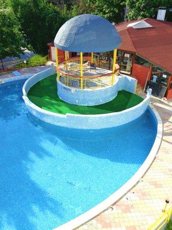 Party Hotel Golden Sands: BACK POOL