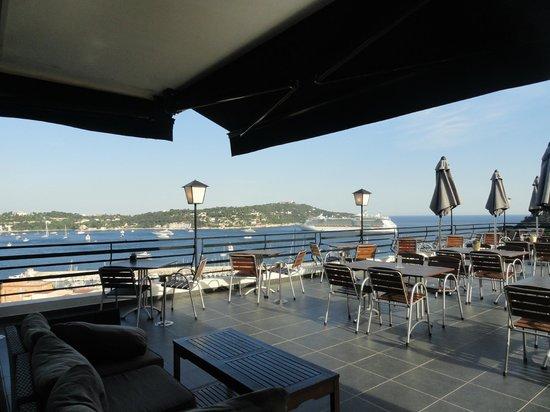 Hotel le Versailles : terrasse