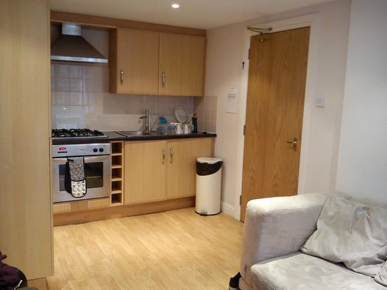 Destination Edinburgh Southside Apartments: Kitchen