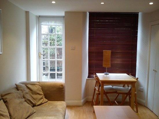 Destination Edinburgh Southside Apartments: Door to patio