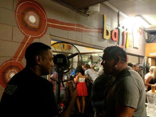 Youth Shack Backpackers: Batji Bar (poolside)