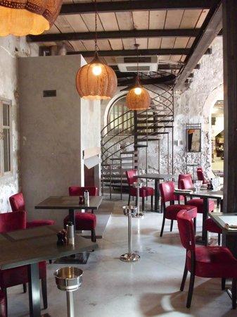 Restaurant picture of maison bronzini le bistrot du for Avignon location maison