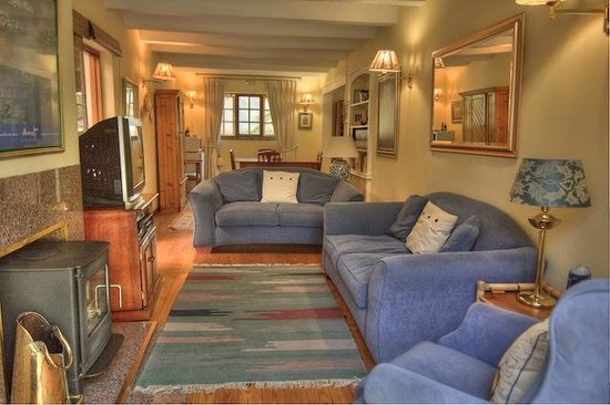 Grace Guest House: This is the suite, with private TV lounge. Home away from home.