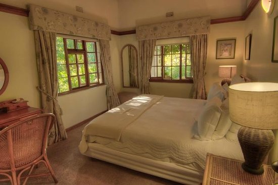 Grace Guest House: Stunning bedrooms with views onto the gorgeous garden. It doesn't even feel like you are in Jobu