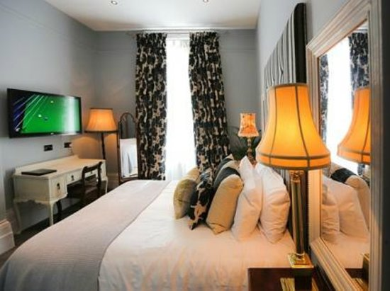 Crown and Sceptre: Bedroom
