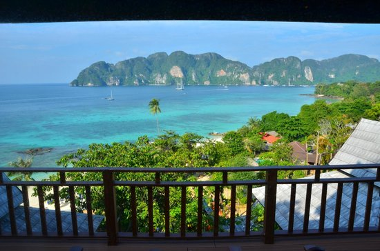 The engagement picture of phi phi the beach resort ko for Hotels ko phi phi