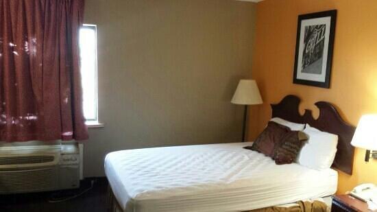 Americas Best Value Inn: shot of room