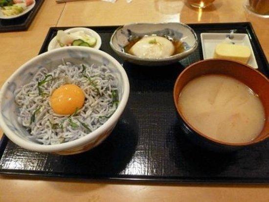 Ishibei Koji Mamecha Lumine Yokohama-ten: 釜揚げしらす丼