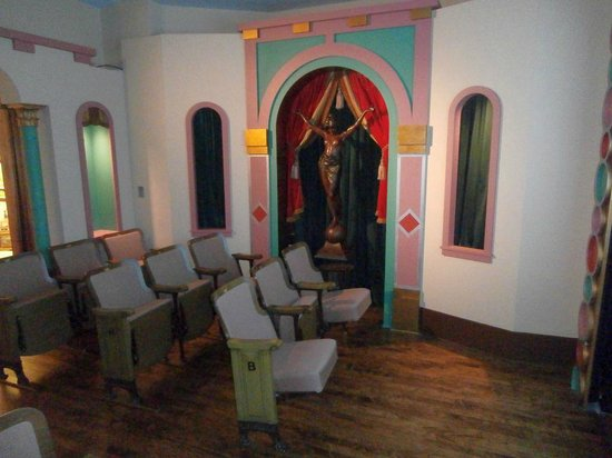 Chudnow Museum of Yesteryear: Saxe Brothers Movie Palace