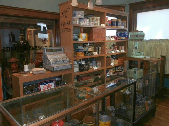 Chudnow Museum of Yesteryear: Grafman Grocery Store
