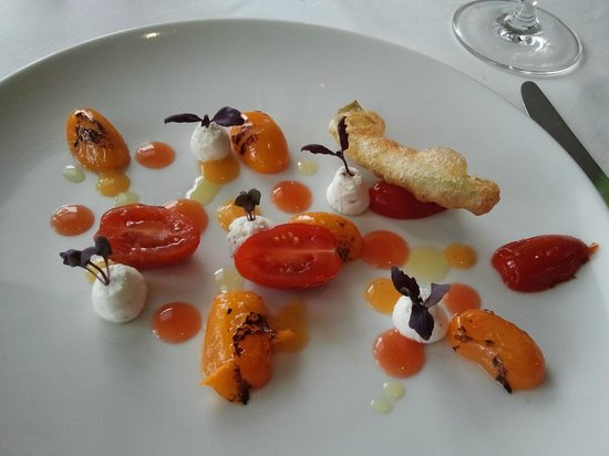 The Hambrough Restaurant: A picture on a plate - IoW tomatoes starter