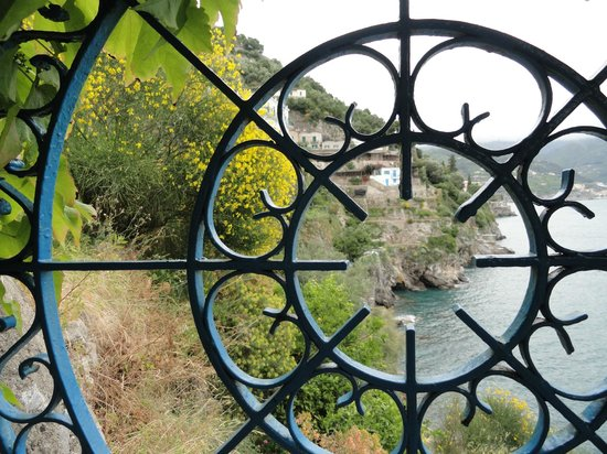 Villa San Michele: Blick von der Treppe zur Küste