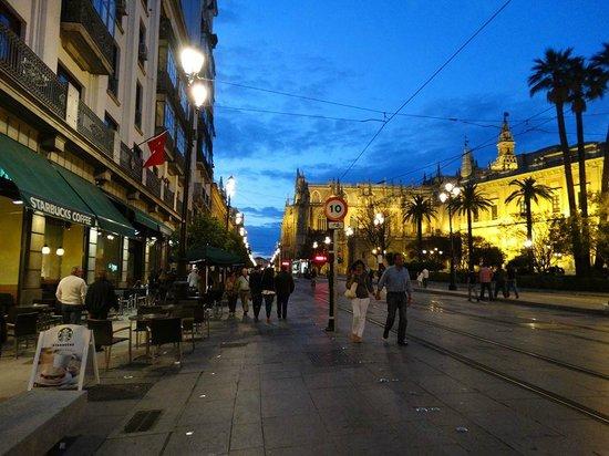 Hesperia Sevilla: Nighttime Seville