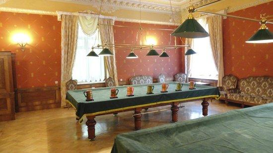 Park-Hotel Morozovka: Billiard Room