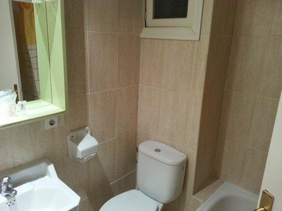 Hotel Raxa: muy muy justo, sin nada para ducharse