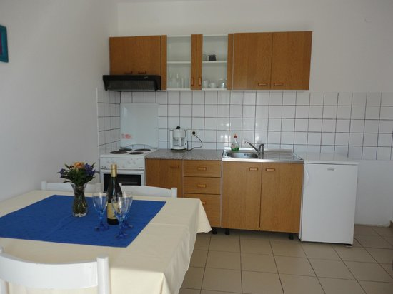 Apartments Parac : Fully equipped kitchen
