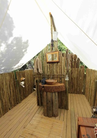Quatermains 1920s Safari Camp: Tent Ablutions